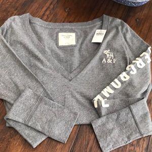 NWT - women's Abercrombie V-neck T-shirt size L